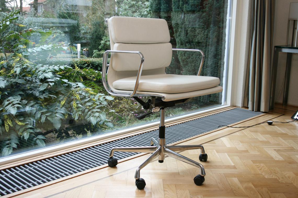 Eames Alu Bureaustoel.Design Vitra Ea 217