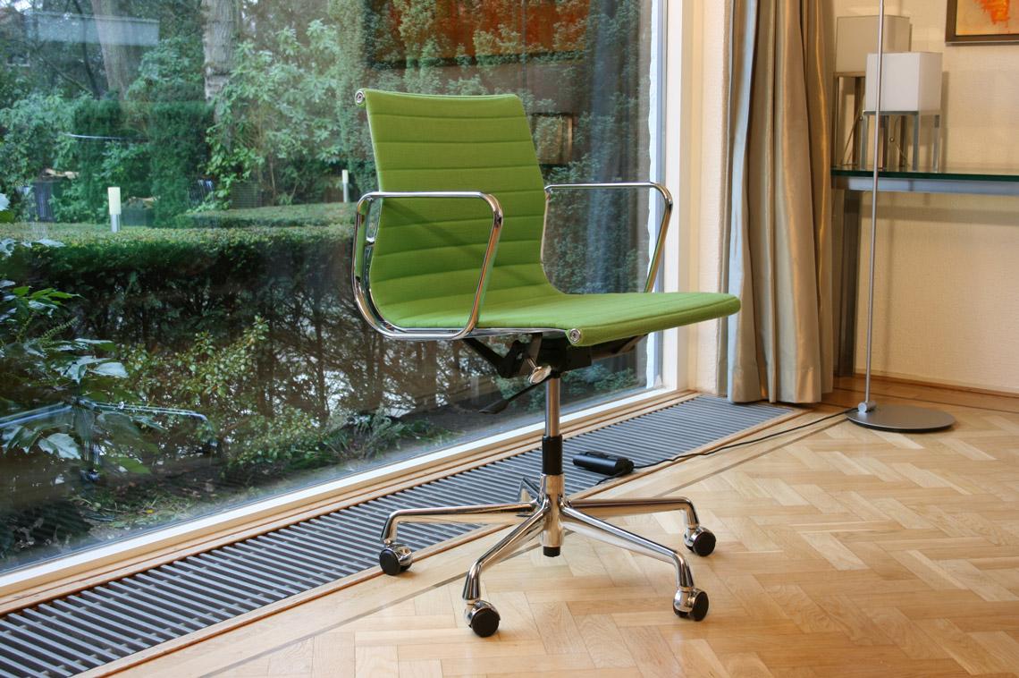 Eames Ea 117 Bureaustoel.Design Vitra Ea 117